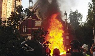 Chile: en primera protesta del 2020 manifestantes incendian iglesia
