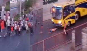 SJL: barristas de Universitario de Deportes golpean a tres jóvenes en medio de tráfico