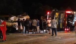 Arequipa: aumentan a 16 los muertos por choque y volcadura de bus interprovincial