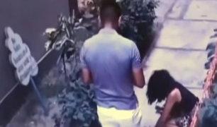 Los Olivos: hombre es captado agrediendo brutalmente a una mujer