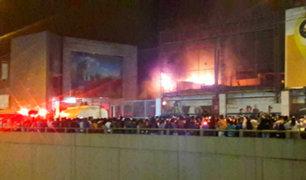 Incendio consume mega mercado Huamantanga en Puente Piedra