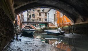 Italia: marea baja dejó sin agua a famosos canales de Venecia