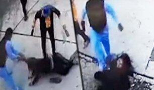 Cusco: sujeto agrede salvajemente a una mujer en plena vía pública
