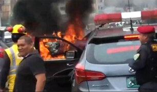 La Victoria: vehículo se incendió en la avenida México
