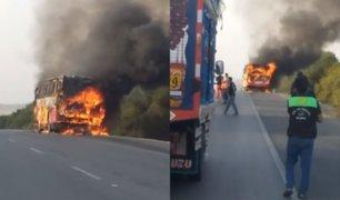 Trujillo: bus que trasladaba a 20 personas se incendia