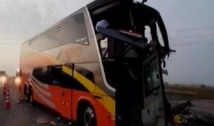 Huaura: un muerto y 20 heridos tras choque entre buses interprovinciales