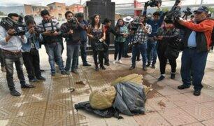 Bolivia: busto de Evo Morales fue derrumbado a martillazos por ministro