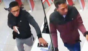 Carabayllo: delincuentes armados asaltan óptica en menos de un minuto