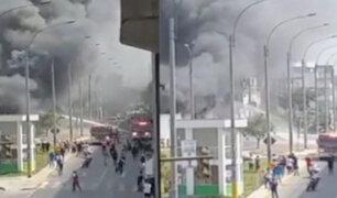 El Agustino: incendio se registró en almacén de balones de oxígeno