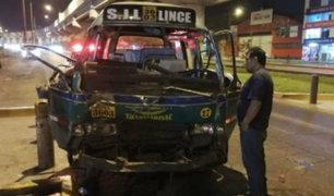SJL: choque entre combi y cúster dejó 10 personas heridas