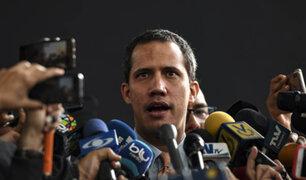 VIDEO: chavista lanza tortazo a Juan Guaidó en el Parlamento Europeo