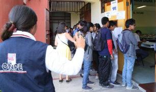 Detienen a 14 personas con orden de captura en locales de votación de Arequipa