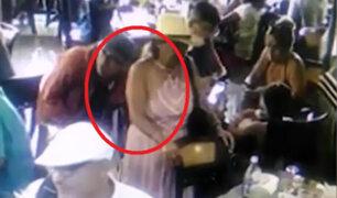 Barranco: pareja de ancianos roba mochila a extranjero en chifa