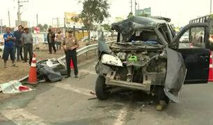 Panamericana Sur: mujer muere tras aparatoso choque de minivan