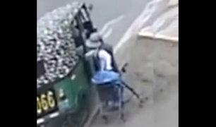 Ica: mototaxista parecía ayudar a anciana pero le roba mercadería