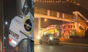 """El Agustino: camión choca contra puente """"Caja de Agua"""" y temen que se derrumbe"""