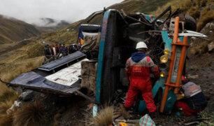 Bolivia: al menos 15 muertos dejó caída de bus interprovincial a abismo