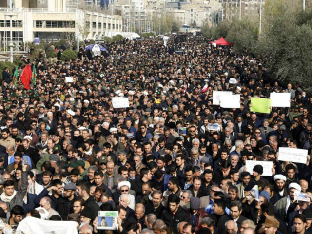 Irán: multitudinarias protestas tras el asesinato del general Qassem Soleimani