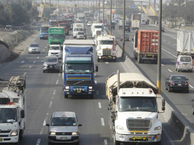 Panamericana Sur: vehículos no respetan carril exclusivo para unidades de carga pesada