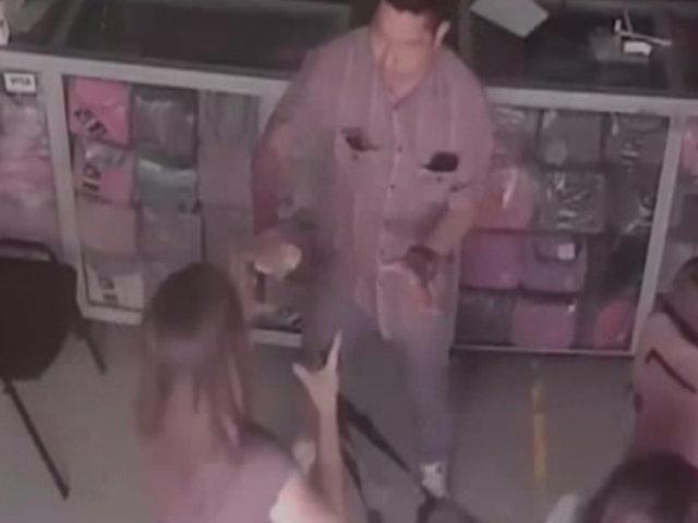 Rostros de delincuentes que asaltaron tienda de mochilas quedaron al descubierto