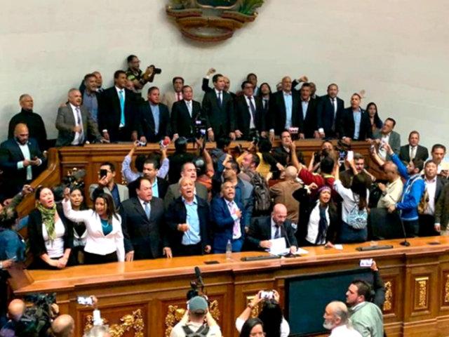Juan Guaidó y diputados opositores ingresaron al Parlamento de Venezuela