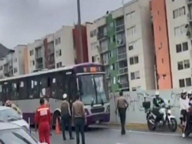 Rímac: dos heridos deja choque entre corredor morado y autos