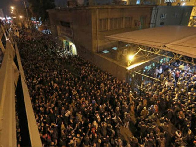 Estudiantes iraníes protestan contra el gobierno por derribo de avión ucraniano