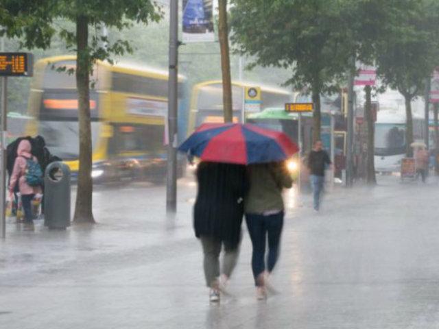 Tormenta Brendan golpea Irlanda con vientos de hasta 130 kilómetros por hora