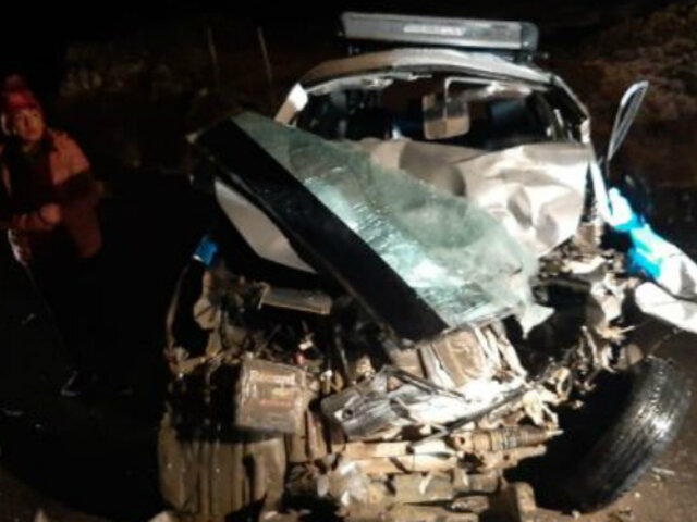 Pasco: choque entre auto y camioneta dejó dos fallecidos