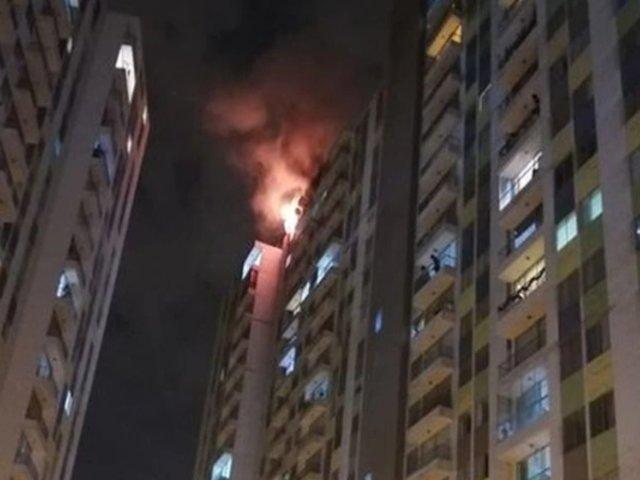 El Agustino: un incendio se registró esta noche en edificio