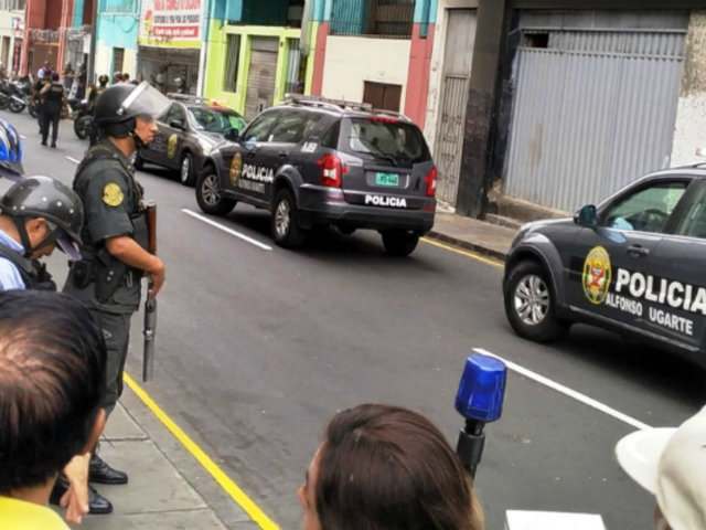 PNP interviene a sujetos que provocaron destrozos en local de fonavistas