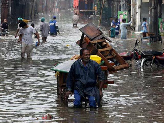 Inundaciones en Afganistán y Pakistán dejan más de 100 muertos