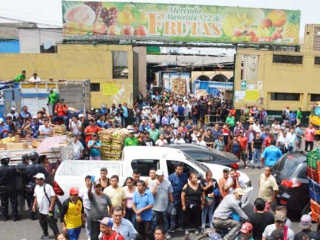 Mercado de frutas sería lotizado por dirigentes para beneficiar a ambulantes desalojados