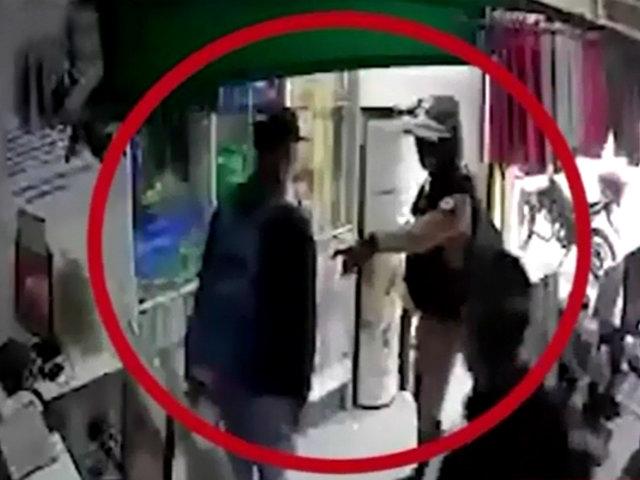 Comas: policía frustra asalto a farmacia y captura a dos delincuentes