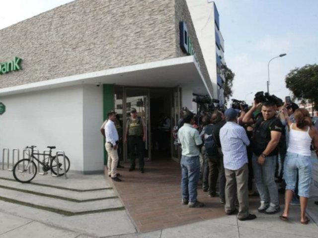 San Borja: delincuentes armados le robaron 5 mil dólares a cambista al interior de banco