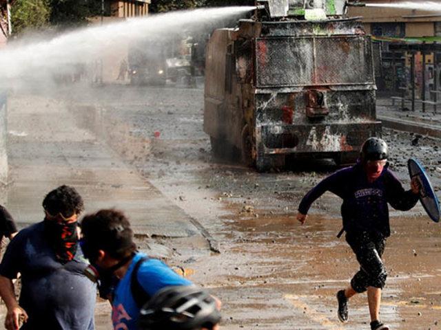 Chile: nuevos enfrentamientos se registraron entre manifestantes y Carabineros