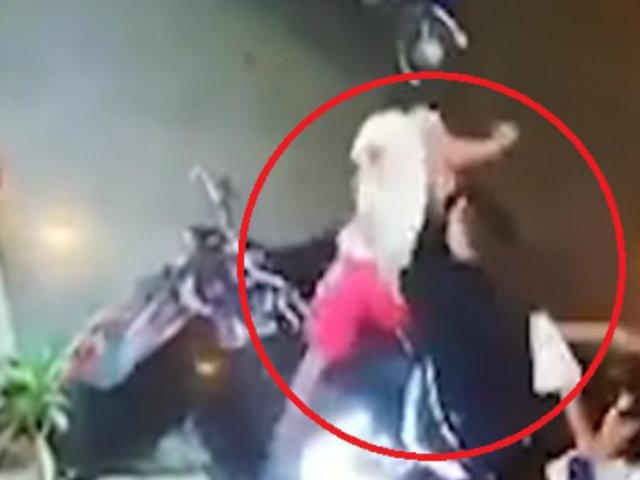 Iquitos: captan momento cuando transeúntes evitan robo de una motocicleta