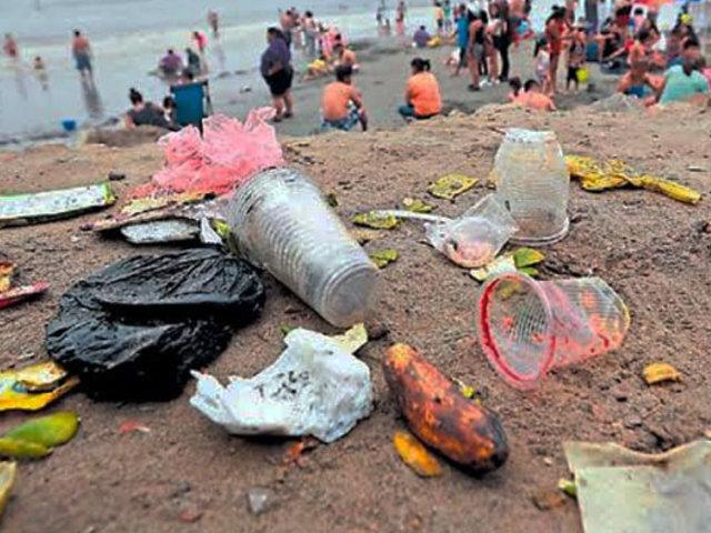 Más de 20 mil veraneantes visitan Agua Dulce en medio del caos y contaminación
