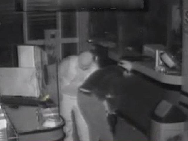 SMP: asaltan pollería y rocían spray a cámaras para evitar que los identifiquen