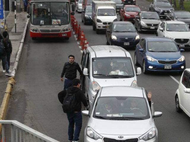 Vía Expresa de Paseo de la República: colectiveros dejan a pasajeros en plena pista