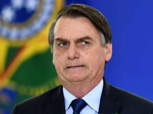 """Jair Bolsonaro: """"Los brasileños no se contagian porque son capaces de bucear en alcantarillas"""""""