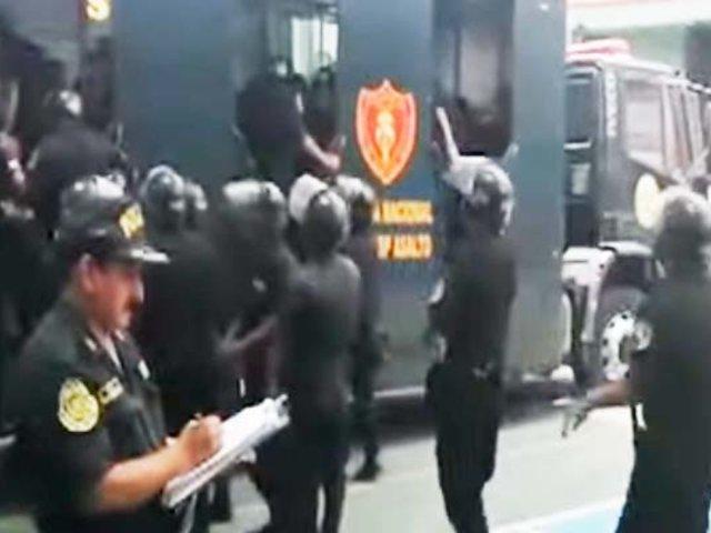 Policías donan sangre para personas afectadas por deflagración en VES