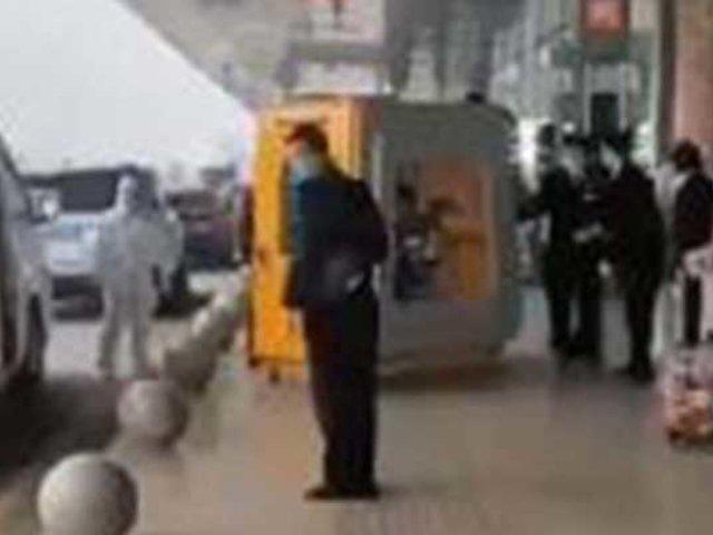 VIDEO: así trasladan autoridades chinas a sujeto con síntomas de coronavirus