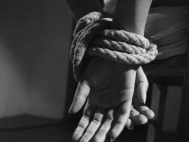 Sujeto secuestra, golpea y viola a una joven que conoció por Internet