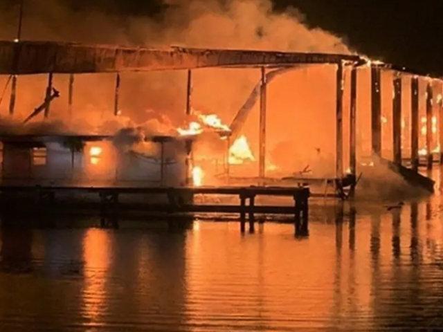 Estados Unidos: incendio en muelle deja ocho fallecidos y graves pérdidas materiales