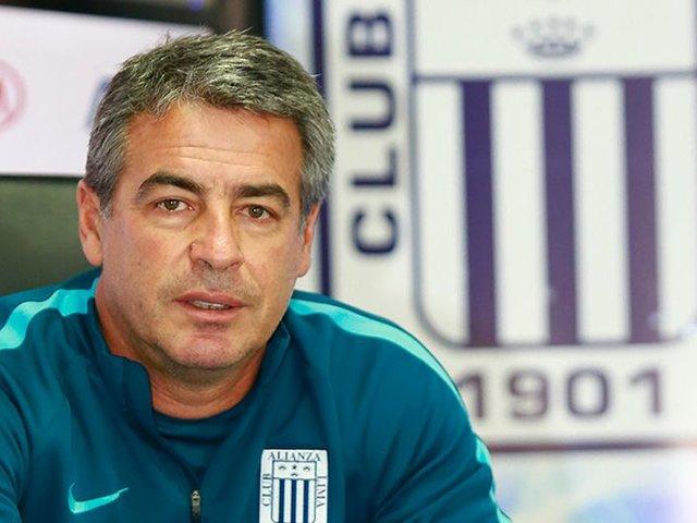 "Técnico Pablo Bengoechea se pronunció tras nuevo ""ampay"" a Jean Deza"