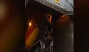 Miraflores: camión impacta y afecta puente peatonal