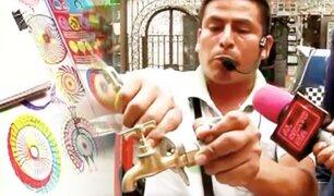 Los Reyes del Floro: así se ganan la vida los Telemarketeros callejeros