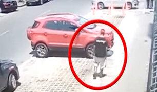Pueblo Libre: sorprenden a sujeto que intentaba robar partes de un automóvil