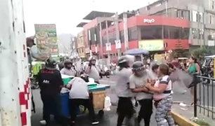 Ate: ambulantes atacan a fiscalizadores durante operativo contra comercio informal